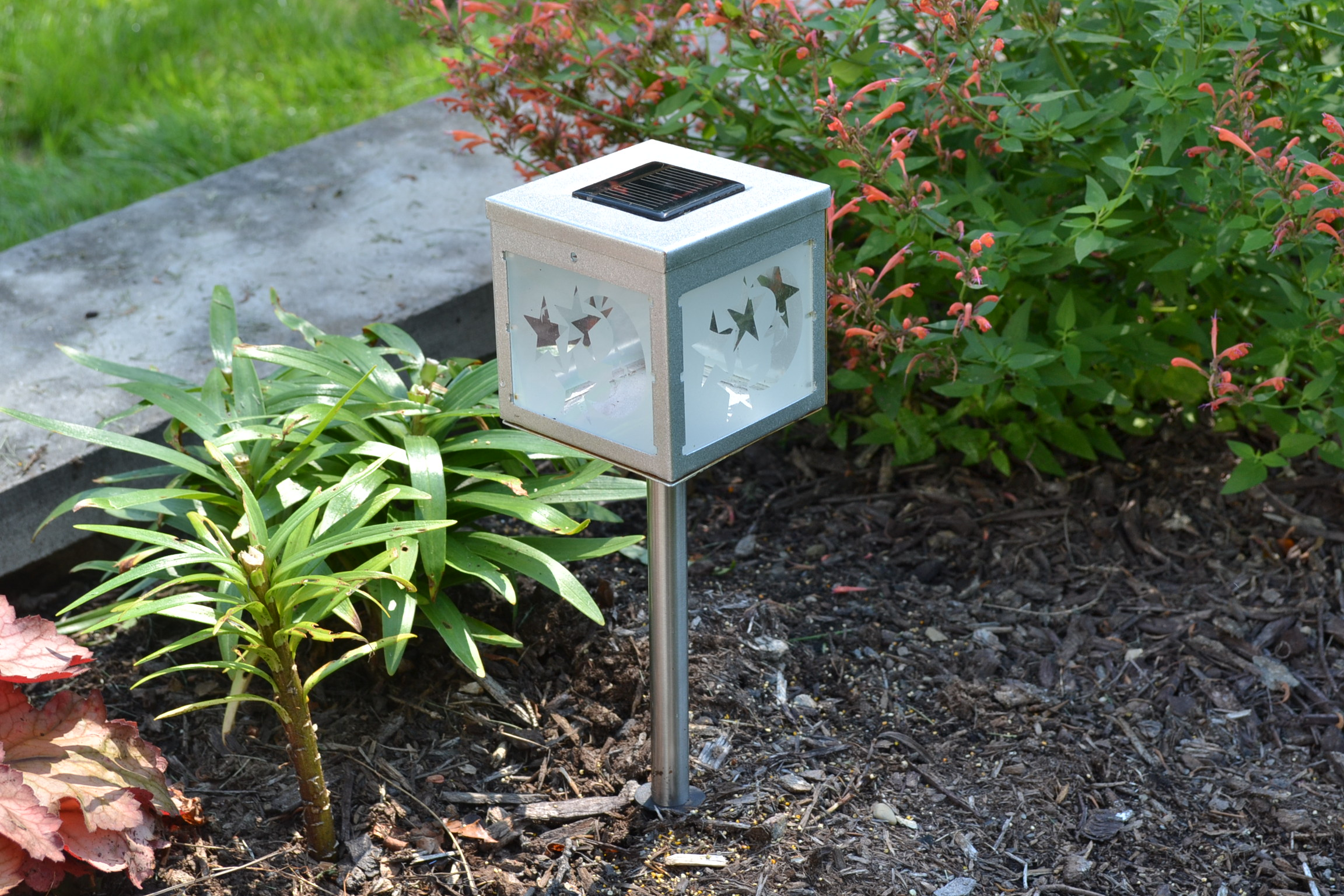 Frosted Moon Solar Garden Light